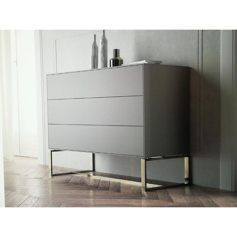 Comò raffinato, laccato visone, con top in marmo emperador, interni cassetti in velluto, piedi alluminio rame cm 130x55 100H